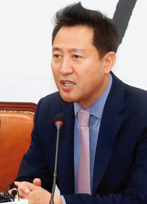 2018년 11월 29일 오세훈 전 서울시장이 자유한국당 복당 기자회견을 갖고 있다. [동아DB]