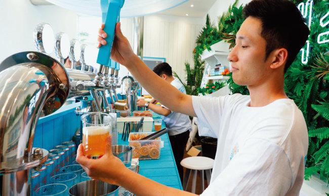 국내 크래프트 맥주의 대표주자 '제주맥주'는 지난해 6월 서울 마포구 연남동에 팝업스토어를 선보였다. [박해윤 기자]