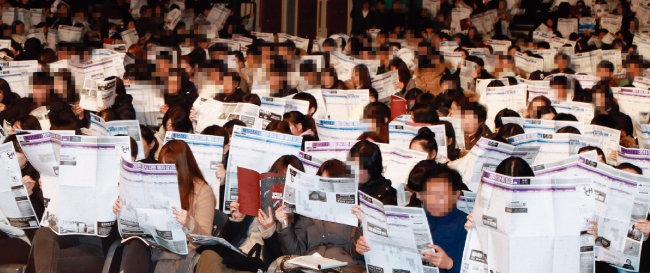 대학 입시는 학부모와 학생 모두에게 살 떨리는 관문이다. 사진은 지난해 12월 6일 서울 송파구 잠실실내체육관에서 열린 메가스터디 주최 정시 지원 전략 설명회 모습. [동아DB]
