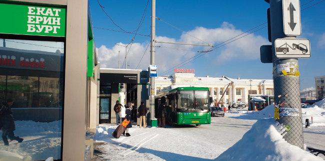 예카테린부르크역 앞 버스정류장.