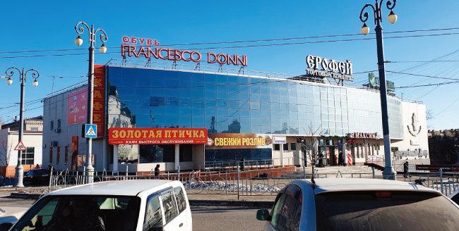 하바롭스크역 앞에 위치한 쇼핑몰.