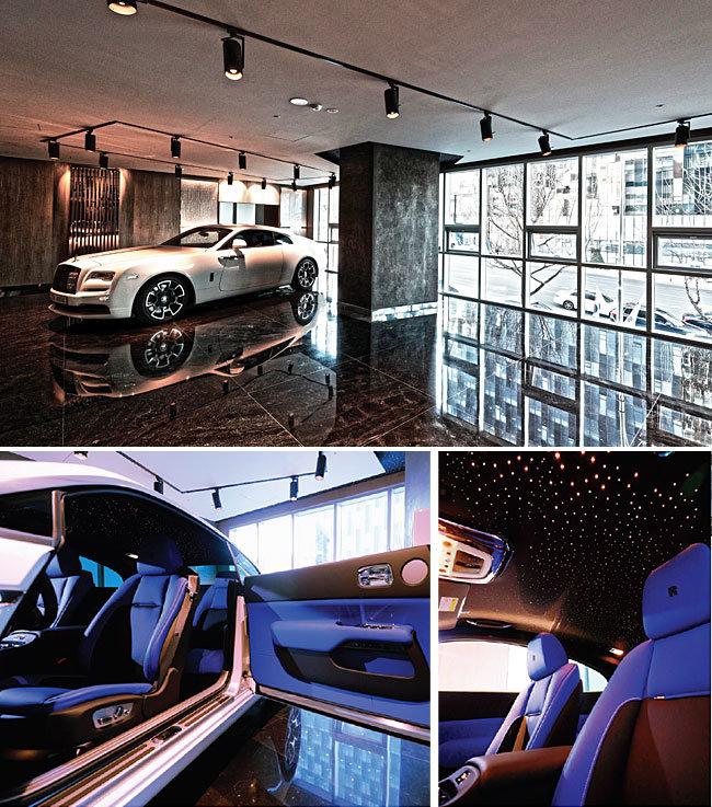 롤스로이스 부티크 인테리어는 자연과 우주를 형상화한 조형물들로 구성돼 있다.  2층 전시장에 놓인 '레이스'(위)와 차량 내부. [박해윤 기자]