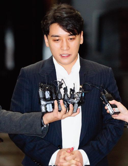 서울 강남 클럽 버닝썬 실소유주 의혹과 해외 투자자 성접대 알선 의혹으로 경찰에 피의자로 입건된 가수 승리. [동아DB]