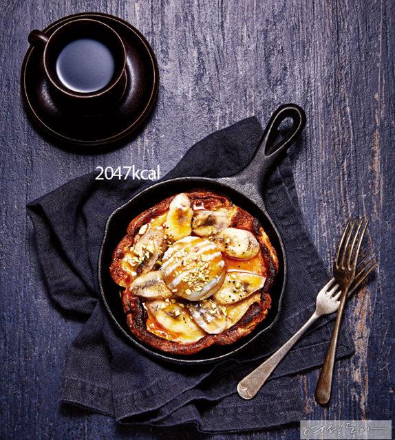 달콤한 간식 겸 브런치로도 손색없는 요리. 바나나가 들어가 향긋한 달콤함이 입안을 감싼다.
