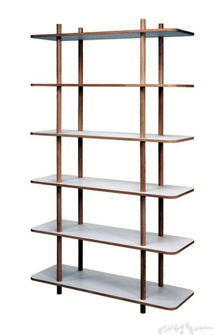 덴마크 스카게락의 제품으로 파티션과 선반 겸용으로 사용할 수 있으며, 내추럴한 디자인이 특징. 1백57만원 이노메싸