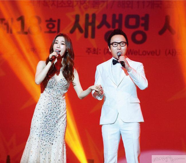 '가족을 위한 노래'로 훈훈한 감동을 준 부녀(父女) 가수 김종환과 리아 킴.