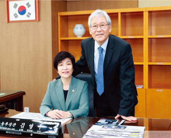 민 교수는 농구 선수 시절 김 장관의 팬이었다.