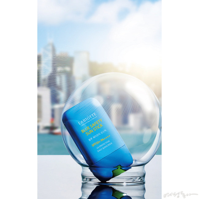 라비오뜨 블루 세이프티 선스틱 SPF50+ PA++++ 25g 3만2천원.