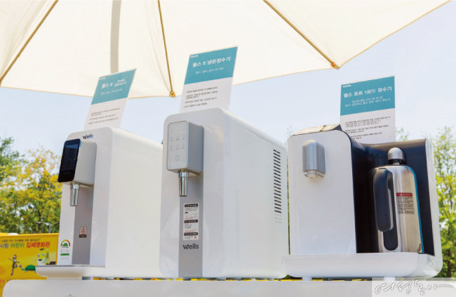 웰스 tt Health 냉온정수기, 웰스 tt 냉온정수기, 웰스 포트 100℃ 정수기(왼쪽부터).