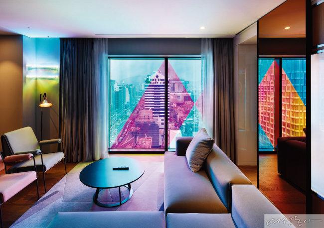 라이즈 호텔이 아티스트와 협업해 선보인 스위트룸.