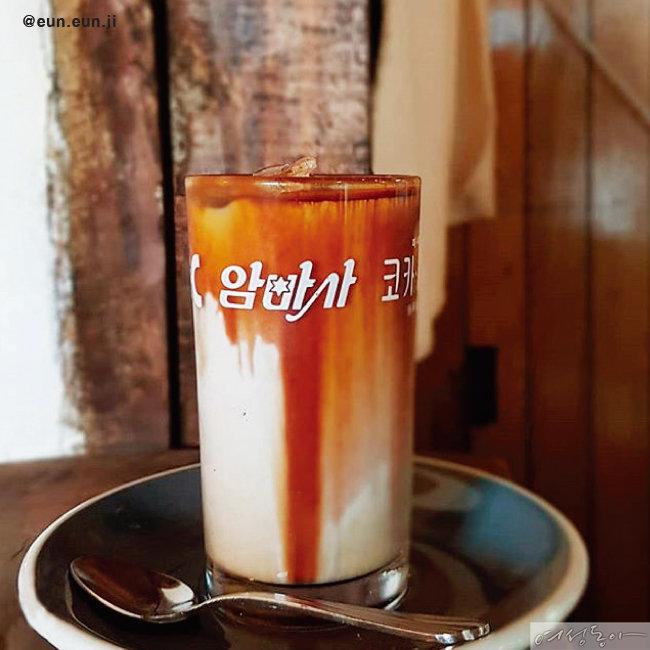 찬장에서 찾은 보물 빈티지 컵