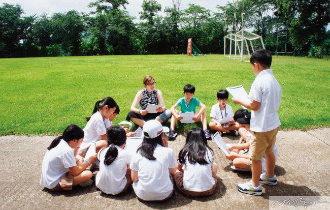 에더블국제학교는 초등학교 1~6학년(2019년 3월 기준) 중 미국 교과 과정을 수행할 수 있는 영어 실력 및 영어 학습에 대한 의지를 지닌 학생(EIA 입학 고시 합격자)을 대상으로 2018~19학년도 봄 학기(교육일시: 2019년 3월 9일 ~ 7월 27일) 신입생을 모집한다.