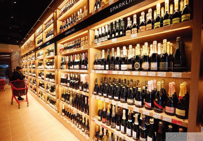 와인 애호가들이 '애정'하는 SSG 도곡의 와인앤모어.