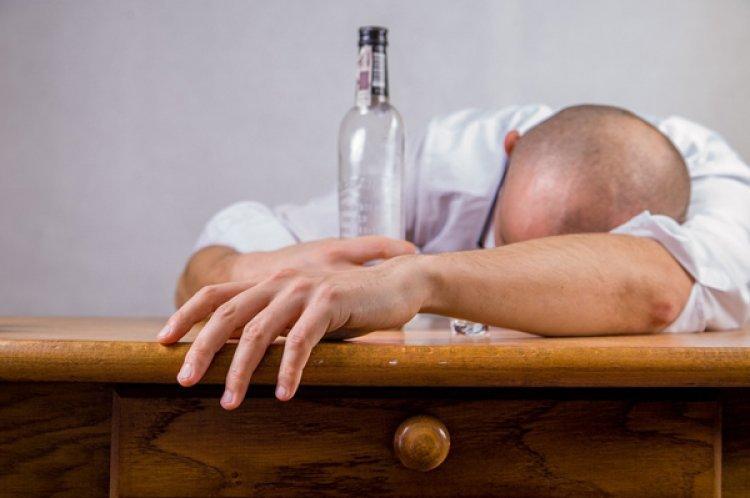 순실증·홧술족 신조어 등장…연말 '알코올 의존증' 늘라