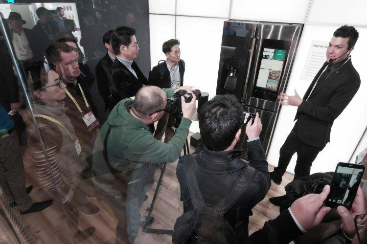 1000만원짜리 삼성 냉장고, 대체 뭘 하길래…