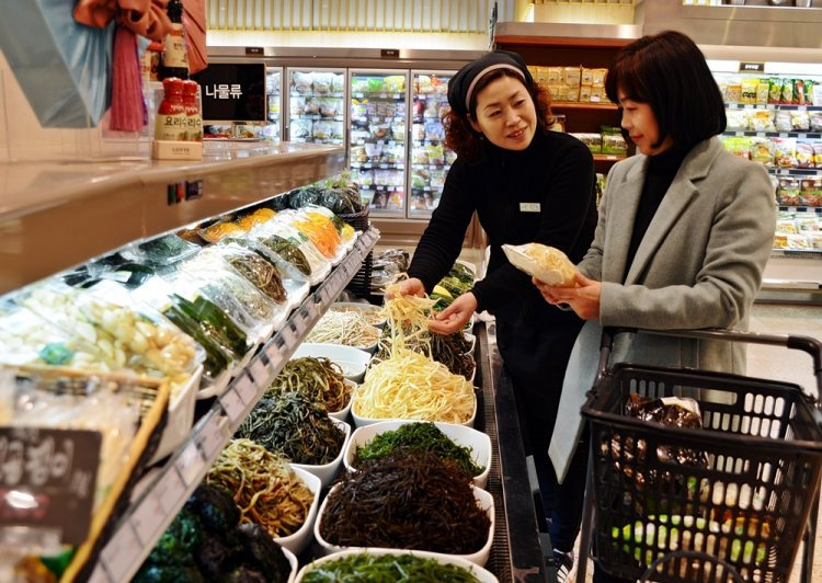 겨울 한파에 밥상 위 '봄' 비싸네…냉이 등 봄나물 가격 '껑충'