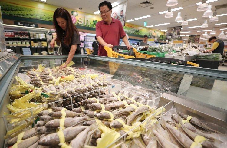 '국민생선' 명태·꽁치 밥상서 사라진다…온난화에 어획량 '급감'