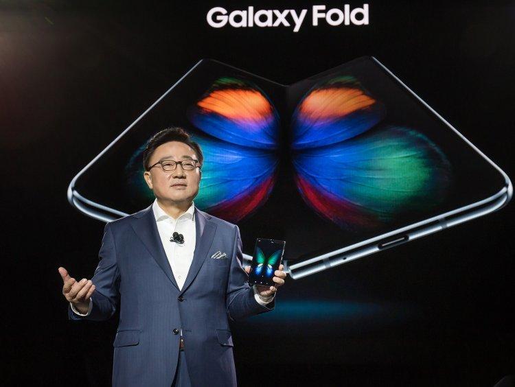 삼성전자, 폴더블 스마트폰 시대 열다… '갤럭시 폴드' 데뷔