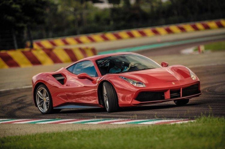 페라리 V8 트윈터보 엔진, 2년 연속 '올해의 엔진상'