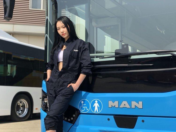 전복 걱정 없는 '만트럭 2층 버스'