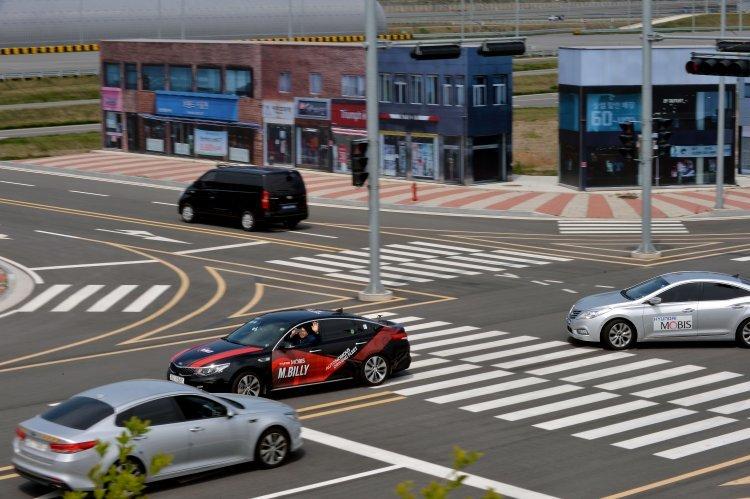 [르포]자율車 '엠빌리' 서산시험장을 가다…차선변경 ·칠흑터널도 막힘 없이