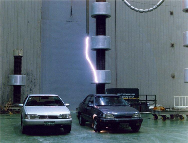 번개칠때 '썬루프' 자동차 위험…차 안이 더 안전