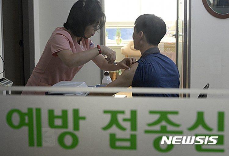 2만5000원 vs 5만원, 독감 백신 어디서 맞을까? 같은 효능 다른 비용