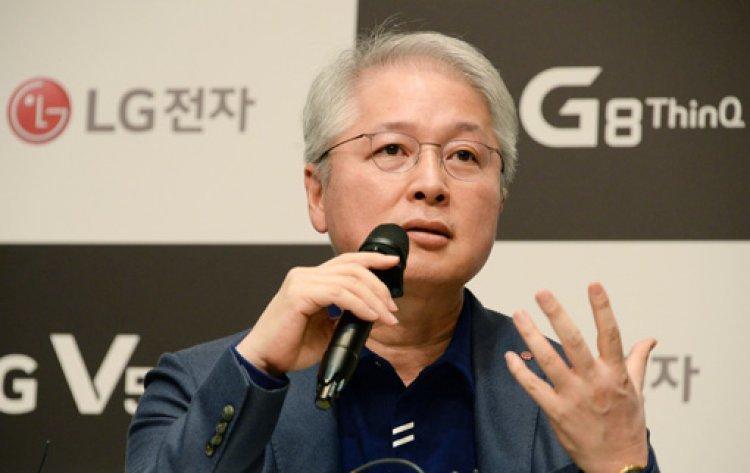 """""""모범생 같은 폰은 그만""""…LG 스마트폰 전략 바꾼다"""