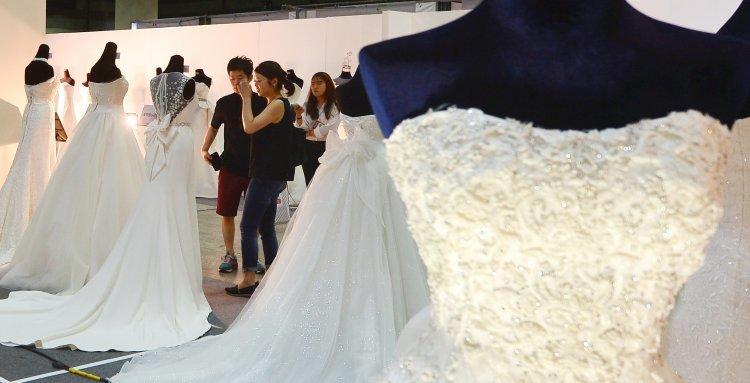 신혼부부 140만 '붕괴'…셋 쌍 중 한 쌍 '無자녀'