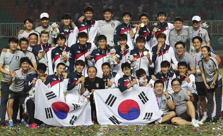 한국, 일본 꺾고 축구 금메달… 2대회 연속 우승