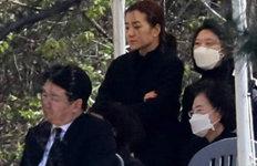 故조양호 회장 1주기 추모식경영권 분쟁 벌인 조현아는 불참
