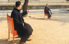 """""""그 의자도 따뜻해?""""덕수궁 마당 '보일러 의자' 신기하네"""