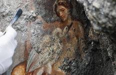 이탈리아 고대도시 폼페이에서로마시대의 관능적인 벽화 발굴