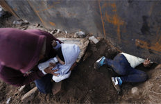 母-아기 美로…父 멕시코에…이별 택한 가족