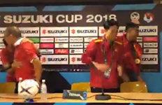 기자회견 난입한 베트남 선수들박항서 감독이 보인 반응은?