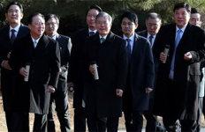 文대통령·재계 총수들'기업인과의 대화' 마치고 청와대 산책
