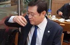 '소주' 마시는 모습 SNS 올린이용섭 광주시장, 이유 알고보니