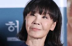 """""""10년전부터 안락사 의심""""배우 이용녀, '케어' 박소연 비판"""
