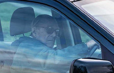 98세 필립공, 사고 이틀만에안전벨트도 안매고 또 운전