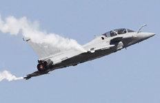 인도 에어쇼 앞두고 시범비행佛 전투기 '라팔'