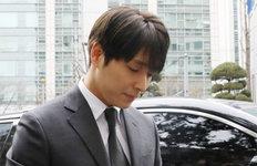 최종훈, SNS 활동은 계속?본인 경찰 출석 사진에 '좋아요'