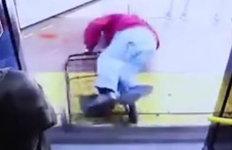 """""""빨리 내려""""…버스에서노인 밀쳐 숨지게 한 승객"""