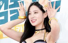 """조현 의상논란 이틀째 이어지자…""""조선시대냐"""" 팬들 성명"""