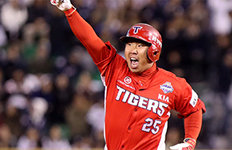 '꽃이 지다' 3루수 최다 홈런 이범호의 은퇴 선언