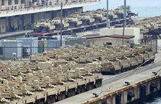 '한국 순환배치' 수송 대기 중인 미군 기갑장비