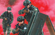 """""""백발백중"""" 미래 전투장비 선보여파병 부대에 먼저 보급"""