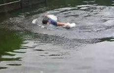 '작은 백록담' 분화구 호수서수영한 탐방객에 비난 빗발
