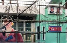 홍대 주점건물 외벽에 '인공기·김일성' 장식 논란