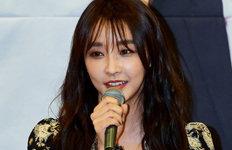 """'프로 모습' 보여준 정유미""""폐렴 회복 중…양해 부탁"""""""