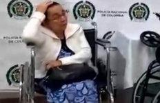 80대 할머니가 탄 휠체어구멍 뚫고보니 '이것' 한 가득?